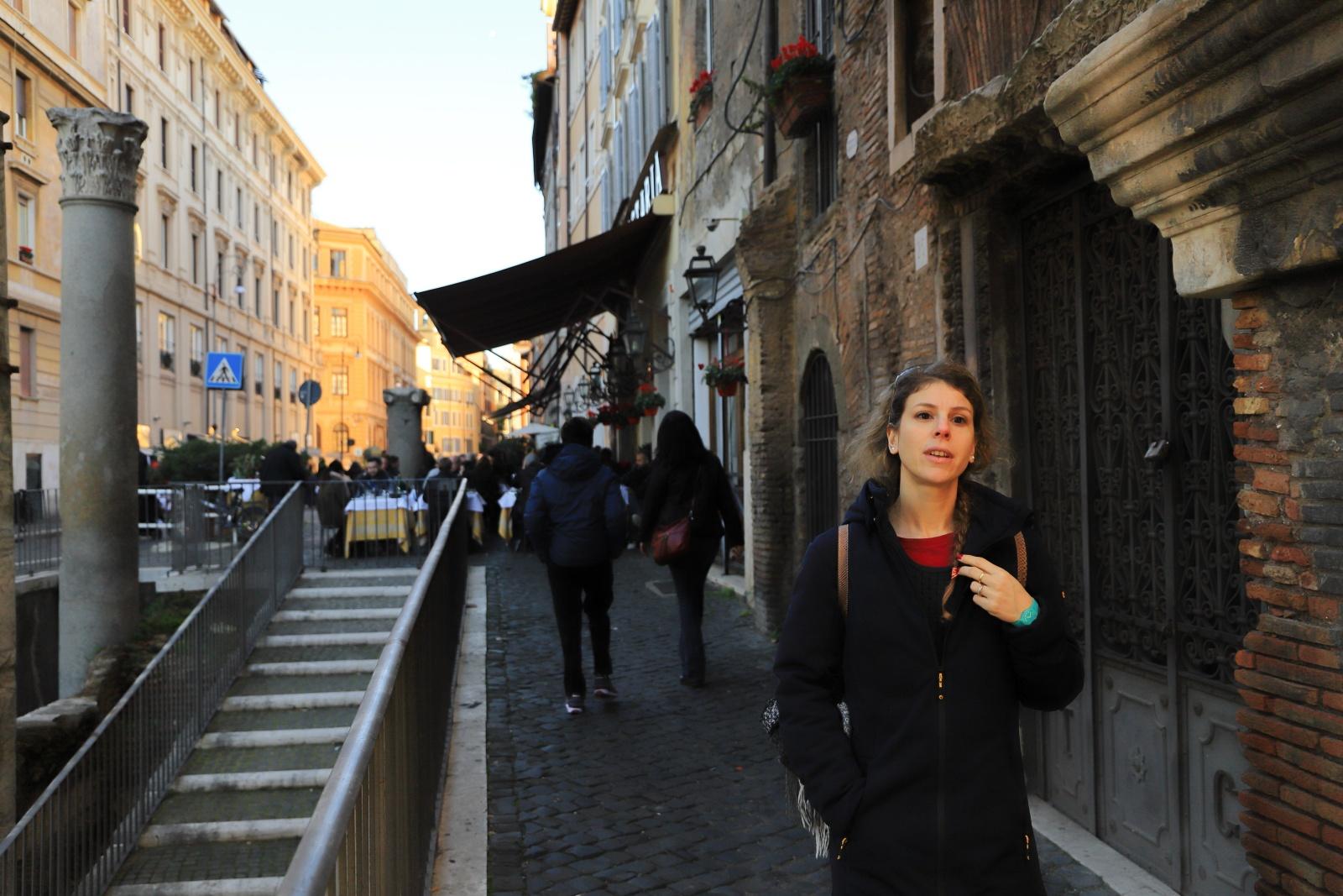 """Passante - Ritratto di una ragazza in giro nell'antico ghetto ebraico di roma. """"Se qualcuno si sentisse infastidito dalla presenza della propria immagine nel mio Reportage puo scrivere a paolocoppola84@gmail.com e provvedero' quanto prima a rimuoverla."""""""