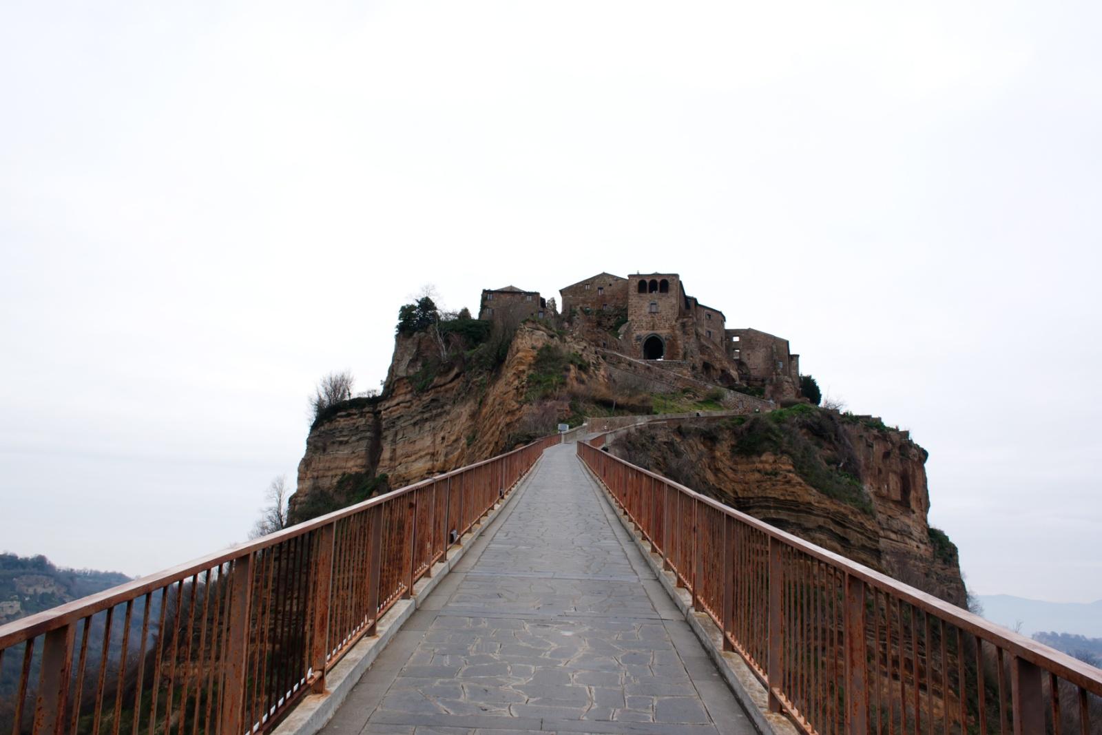 Civita-Di-Bagnoregio - Ingresso al paese di civita di bagnoregio,ingresso che può essere percorso esclusivamente a piedi.